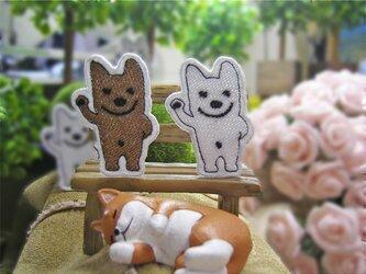 立って手を振る犬ヤロー★刺繍ワッペン★白/ベージュ4-2枚の画像