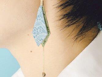 大人可愛い 揺れるピアス 本革 花柄 スエード ブルー & グリーンの画像