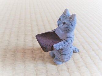 木彫り 置物 ミニ立ちネコ サバトラ リング置きの画像