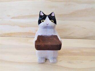 木彫り 置物 ミニ立ちネコ ハチワレ リング置きの画像