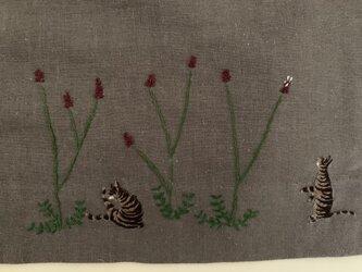 綿麻 ロングスカート キジトラ猫たちとワレモコウとコスモスの画像