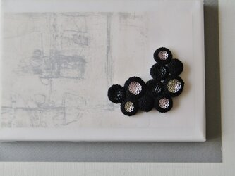 dix「 lune noir 」手刺繍ブローチの画像