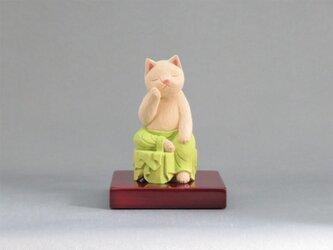 木彫り 裳を着けた弥勒猫 猫仏1918の画像