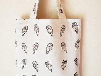 エゾフクロウの手提げバッグの画像