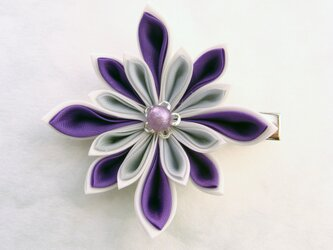 つまみ細工 紫×白×ライトグレー デザイン花のヘアクリップ&髪留めの画像