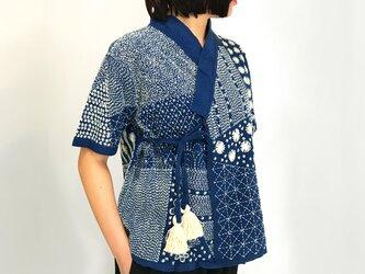 美しい刺し子刺繍のヘンプカーディガン、カシュクールブラウス、インディゴの画像