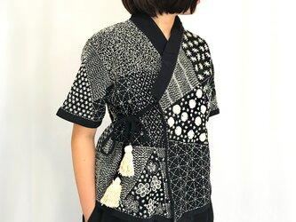 美しい刺し子刺繍のヘンプカーディガン、カシュクールブラウス、ブラックの画像