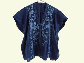 ◆100%自然素材 天然灰汁発酵建て 本藍染◆ フロント刺繍オーバートップスの画像