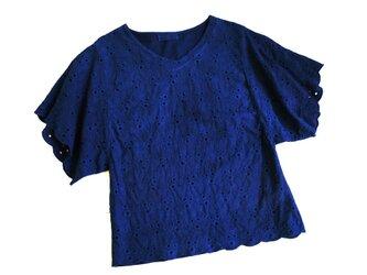 ◆100%自然素材 天然灰汁発酵建て 本藍染◆ カットワーク刺繍トップスの画像