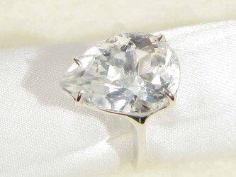 6.45ctの水晶(クォーツ)とSV925の指輪(リングサイズ11号、ロジウムの厚メッキ、4月の誕生石)の画像