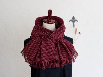 手織りコットンストール 3シーズンチクチクしない ブラックxボルドーxレッド千鳥格子の画像
