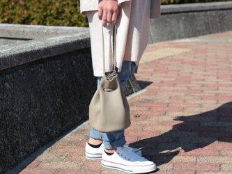 綺麗なシルエットの巾着バッグ ミニマム 本革 グレージュ アースカラーma-02ssの画像