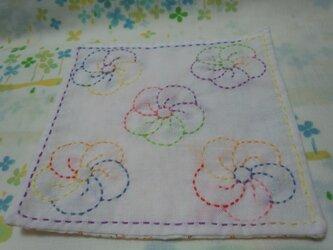 ☆手縫い☆刺し子15㎝カフェマット☆ねじり梅柄6色グラデーション糸☆橙・黄色小花柄裏地付き☆敷物の画像