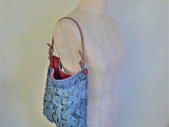 リボン・リ・ボーン デニムパンツリメイクのバッグの画像