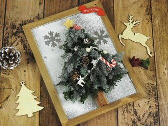 ホワイトクリスマス★雪降るクリスマスツリー(壁掛け)の画像
