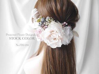 ローズとホワイトフェザーのヘッドドレス/ヘアアクセサリー(ナチュラルホワイト)*結婚式・成人式・ウェディングドレスにの画像