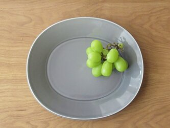新作 25㎝オーバルリム皿 グレーの画像