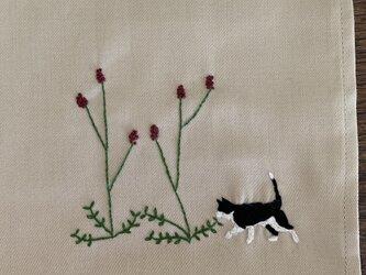 ハンカチ ワレモコウと猫の手刺しゅうの画像