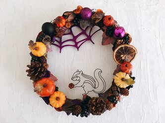 食いしん坊シマリスの蜘蛛の巣ハロウィンリースの画像