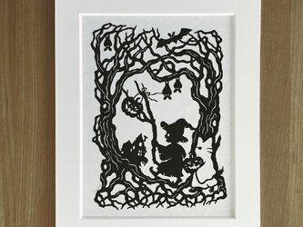 ろくとくろの切り絵「森の奥」の画像