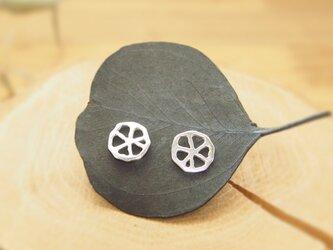 ちいさな丸い透かし葉のピアス#1 SP30の画像