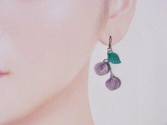 【片耳用】紫の花びら 揺れるピアス Czダイヤ 1点もの 送料無料⑭の画像