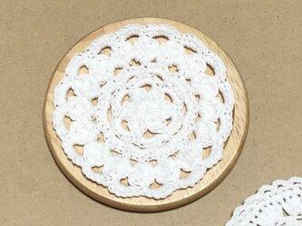 ☘️木製コースター*(白)*花コットン 1枚の画像