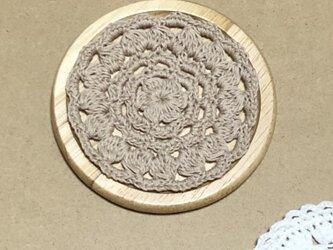 ☘️木製コースター*(モカ茶)*花コットン 1枚の画像