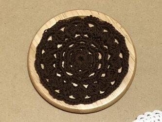 ☘️木製コースター*(茶色)*花コットン 1枚の画像