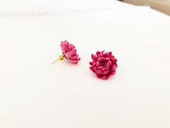 ダリアのピアス・ピンク(草木染・オーガニックリネン・かぎ針編み・レース糸)の画像