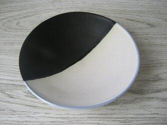 釉掛け分け中皿(黒×白)の画像