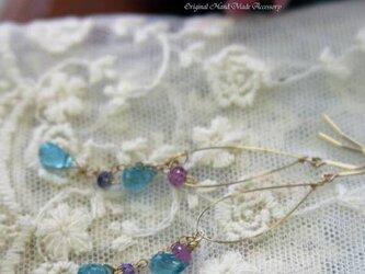 宝石質ブルーアパタイトブリオレットピンククォーツピアスの画像