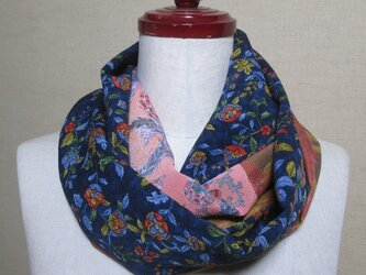 着物リメイク 3種類の花模様の縮緬や大島紬から作ったお洒落なスヌードの画像