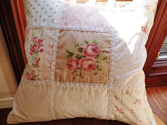 薔薇のパッチワーク&レースのクッションカバー 45cm×45cmの画像
