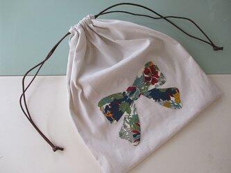 リボンアップリケの巾着の画像