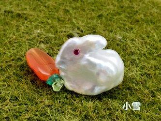 小雪(子ウサギのピンブローチ)の画像