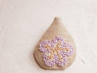 いちじくのお花のブローチの画像