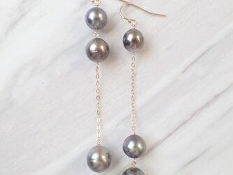 K14GF brown gray color triple tahitian pearl long pierceの画像