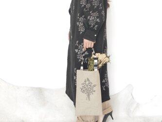 アルペンプランツの花束刺しゅう トートバッグの画像