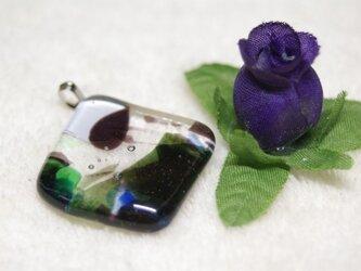 フラクチャーガラスのひし形ペンダントトップの画像