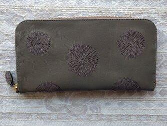刺繍革財布『ぐるぐる』杏グレー×ムラサキ(ヤギ革)ラウンドファスナー型の画像