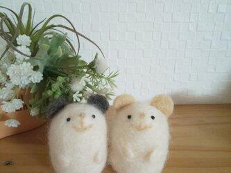 つぶらな瞳のネズミさん ライトベージュ/ダークグレー 一体ずつの販売 羊毛フェルトの画像
