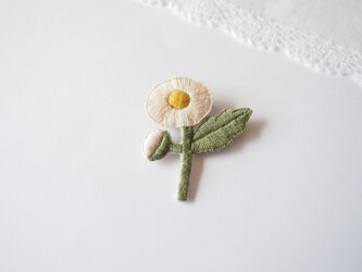 [受注制作]ハルジオンの刺繍ブローチ(white)の画像
