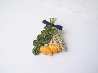 [受注制作]スワッグの刺繍ブローチ(yellow)の画像