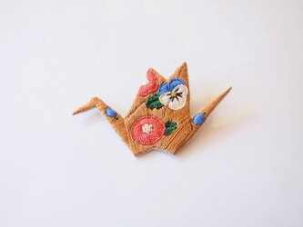 [受注制作]折り鶴の刺繍ブローチ(camel)の画像