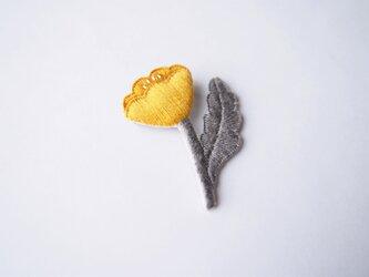 [受注制作]おすまし お花一輪の刺繍ブローチ(yellow)の画像
