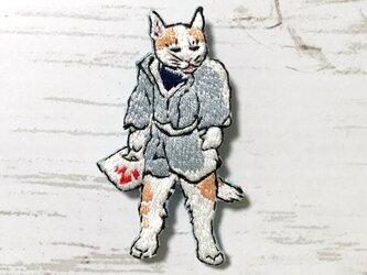 手刺繍浮世絵ブローチ*河鍋暁斎「鯰の曳き物を引く猫たち」よりの画像