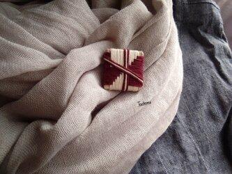 織編みブローチ 結びの画像