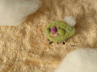 雨雲おばけ「あまぐもん」ブローチ 草餅色の画像