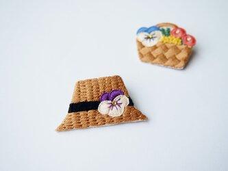 [受注制作]麦わら帽子の刺繍ブローチの画像